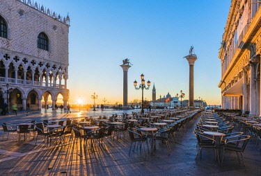 ITA11725AW Venice, Veneto, Italy. Piazzetta San Marco and Doge's palace at sunrise.