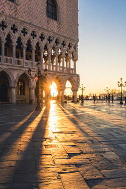 ITA11728AW Venice, Veneto, Italy. Piazzetta San Marco and Doge's palace at sunrise.