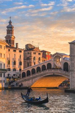ITA11772AW Rialto bridge, Venice, Veneto, Italy.
