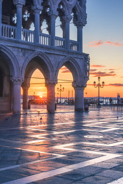 ITA11830AW Venice, Veneto, Italy. Sunrise through the arches of Doge's Palace in Piazzetta San Marco.