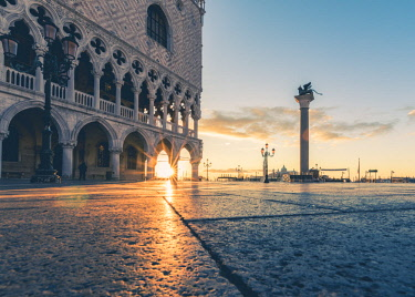 ITA11832AW Venice, Veneto, Italy. Sunrise through the arches of Doge's Palace in Piazzetta San Marco.