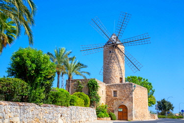 SPA7400AW Windmill in Sineu, Mallorca, Balearic Islands, Spain, Europe