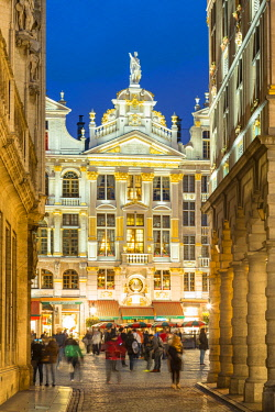 HMS2997815 Belgium, Brussels, Grand Place (Grote Markt), listed as World Heritage by UNESCO, Maison de la Chaloupe d'Or built at the end of the 17th century seen from Rue Charles Buls