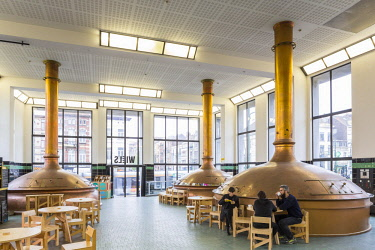 HMS2997988 Belgium, Brussels, Forest district, Wiels, contemporary art center opened in 2007 and installed in the former Wielemans Ceuppens brewery of modern industrial style, room of the vats arranged in restau...