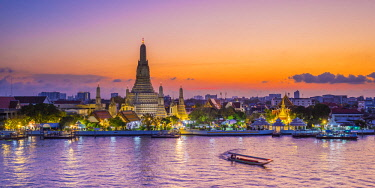 TH01495 Wat Arun (Temple of Dawn) and Chao Praya River, Bangkok, Thailand