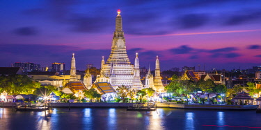 TH01498 Wat Arun (Temple of Dawn) and Chao Praya River, Bangkok, Thailand