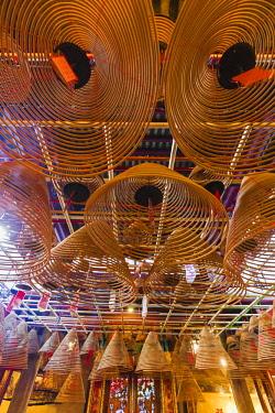 TPX62253 China, Hong Kong, Central, Hollywood Road, Man Mo Temple, Incense Coils