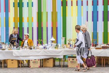 HMS2997116 Denmark, Zealand, Copenhagen, Kongens Nytorv, flea market, stand against street art