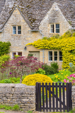 HMS1969849 United Kingdom, Gloucestershire, Cotswold district, Cotswolds region, Bibury, picturesque village with its houses of the 17th century