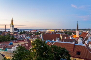 HMS2869331 Estonia (Baltic States), Harju region, Tallinn, listed as World Heritage by UNESCO with the bell tower of the Church of St. Olaf (Oleviste Kirik) seen from the hill of Toompea