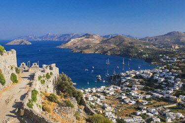 HMS2436180 Greece, Dodecanese archipelago, Leros island, Pandeli little fishing port and the ramparts of the byzantine fortress
