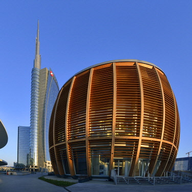 HMS3064505 Italy, Lombardy, Milan, Porta Nuova Garibaldi district, the new business district built between 2009 and 2015 with the Unicredit Tower designed by architect Cesar Pelli