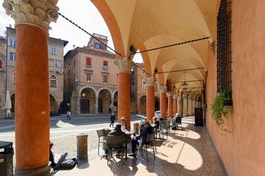 HMS3128329 Italy, Emilia Romagna, Bologna, Piazza Santo Stefano, gallery with arcades covering 38 Km across the historic center