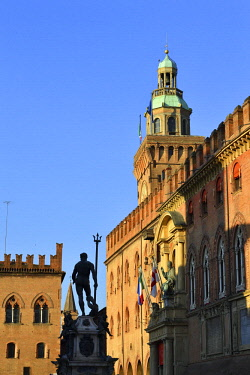 HMS3128493 Italy, Emilia Romagna, Bologna, Historical center, Piazza del Nettuno, Fountain of Neptune (Fontana del Nettuno) of the 16th century and the Palazzo D'Accursio (Palazzo Comunale) with its door surmoun...