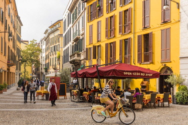 HMS2071558 Italy, Lombardy, Milan, restaurant street via Marco Formentini