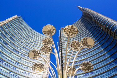 HMS2189986 Italy, Lombardy, Milan, Porta Nuova Garibaldi district (2009-2015), Piazza Gae Aulenti, solar street named Solar Tree (Artemide) and designed by British designer Ross Lovegrove with basically the Unic...