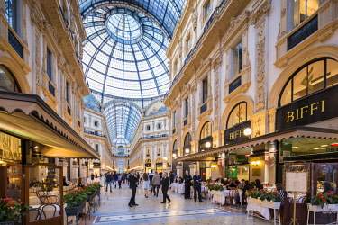 HMS2190432 Italy, Lombardy, Milan, Vittorio Emmanuel II Gallery, shopping arcade built on the 19th century by Giuseppe Mengoni