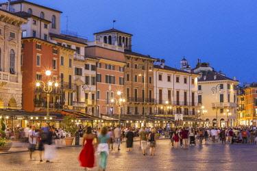 HMS2686116 Italy, Veneto, Verona, listed as World Heritage by UNESCO, Piazza Bra