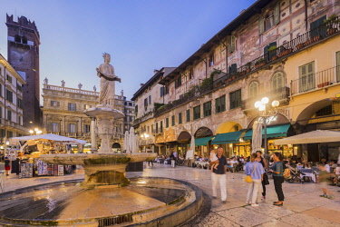 HMS2686121 Italy, Veneto, Verona, listed as World Heritage by UNESCO, Piazza Erbe, view of the fontaine Madonna Verona, the Torre del Gardello and the Palazzo Maffei