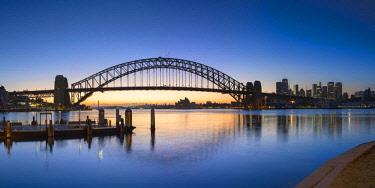 AUS3068AWRF Sydney Harbour Bridge from McMahons Point at sunrise, Sydney, New South Wales, Australia