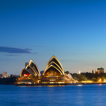 AUS3040AW Sydney Opera House at dusk, Sydney, New South Wales, Australia