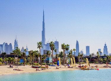 UAE0535AW Jumeirah Beach and the city skyline, Dubai, United Arab Emirates