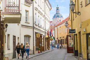 HMS2869450 Lithuania (Baltic States), Vilnius, historical center listed as World Heritage by UNESCO, the small Jewish ghetto in the old town street Stikliu with view of the bell tower of the Church of the Holy S...