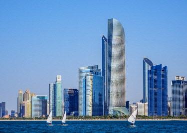 UAE0674AW Sailboats and the city skyline, Abu Dhabi, United Arab Emirates