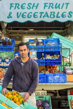 HMS2100342 Malta, Gozo, Dingli, Diar it Bniet, selling fruit and vegetables