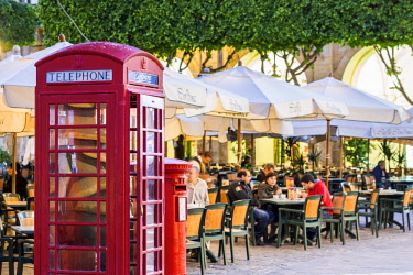 HMS2100357 Malta, Valletta, city listed as World Heritage by UNESCO, Republic Square, cafe terrace Cordina founded in 1837 with a British red telephone box designed by architect Sir Giles Gilbert Scott