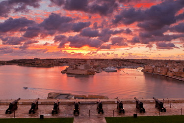 HMS2106562 Malta, La Valletta, listed as World Heritage by UNESCO, Three Cities from the Upper Barraca gardens