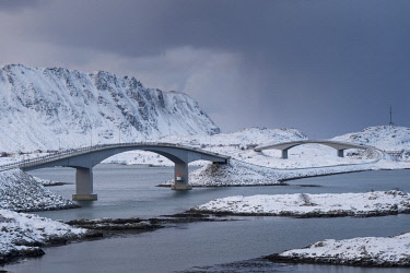 HMS2433301 Norway, Nordland, Lofoten archipelago, bridge on Flakstad island