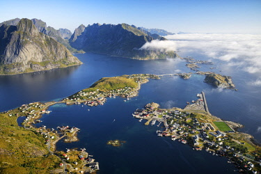 HMS2569785 Norway, Nordland, Lofoten islands, Moskenesoy island, view of the fishing villages of Reine, Sakrisoy, Toppoy and Hamnoy from Reinebringen (448m)