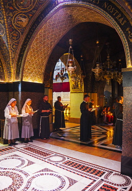 ISR0340 Israel, Jerusalem. Roman Catholic monks, nuns and priests praying as part of the Sunday celebrations at the chapel which is believed to have been Jesus Christ s place of crucifixion or the Golgotha.