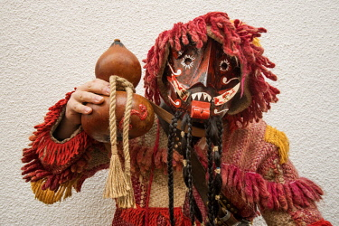 POR9751AW Traditional mask used during the Winter Solstice Festivities. Parada de Infancoes, Tras-os-Montes. Portugal