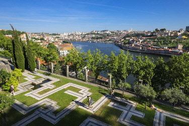 HMS2255205 Portugal, North region, Porto, Crystal Palace garden, idyllic place to stroll or rest, view over Vila Nova de Gaia and Douro river