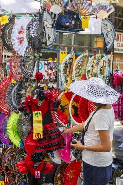 HMS2233535 Spain, Madrid, La Latina district the sunday flea market of El Rastro, fans