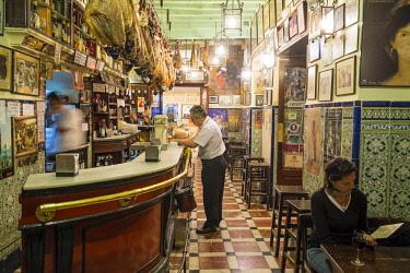 HMS2436853 Spain, Andalusia, Seville, Santa Cruz district, the tapas bar Las Teresas