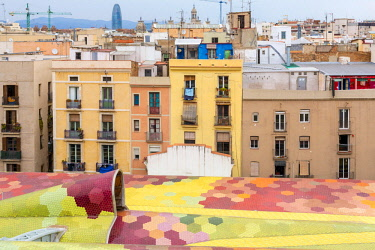 HMS2432887 Spain, Catalonia, Barcelona, Old Town, La Ribera, Santa Caterina market renovated in 2005 by architects Enric Miralles and Benedetta Tagliabue, the market consists of 325, 000 roof tiles with the towe...
