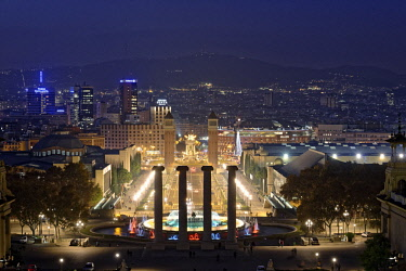 HMS2917739 Spain, Catalonia, Barcelona, Montjuic, the four old columns by architect Puig i Cadafalch in front of the Plaça de Espanya and the Avenida de la Reina Maria Cristina