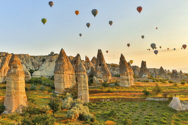 HMS2610866 Turkey, Nevsehir, Cappadocia, Goreme, listed as World Heritage by UNESCO, Goreme National Park, overflight of Cappadocia with multicolored balloons