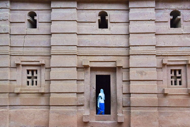 AF16KSU0219 Woman by Biete Amanuel (House of Emmanuel), one of the rock hewn churches in Lalibela (UNESCO World Heritage Site), Ethiopia