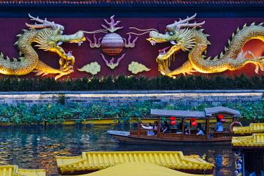 AS07KSU1672 Dragon wall and tourist boats on Qinhuai River, Nanjing, Jiangsu Province, China