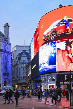 ENG15336AW Great Britain, England, London, the newly renovated Piccadilly Circus in London's West End