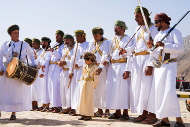 OMA2750 Middle East, Oman.  Dancers in traditional costume singing at Birkat Al Mawz.