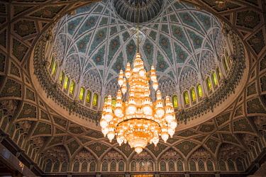 OMA2752 Middle East, Oman, Muscat. The 14 m high Swarovski chandelier is the centrepiece of the main Prayer Hall in The Sultan Qaboos Grand Mosque