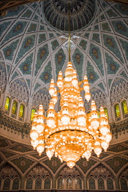 OMA2753 Middle East, Oman, Muscat. The 14 m high Swarovski chandelier is the centrepiece of the main Prayer Hall in The Sultan Qaboos Grand Mosque