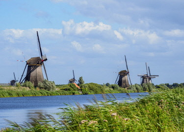 NLD0563AWRF Windmills in Kinderdijk, UNESCO World Heritage Site, South Holland, The Netherlands