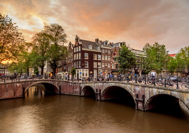 NLD0659AW Keizersgracht and Leliegrach Canals and Bridges at sunset, Amsterdam, North Holland, The Netherlands
