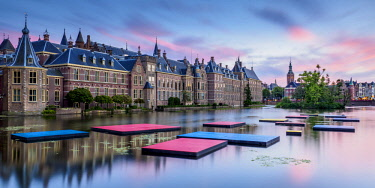 NLD0663AW Hofvijver and Binnenhof at sunset, The Hague, South Holland, The Netherlands